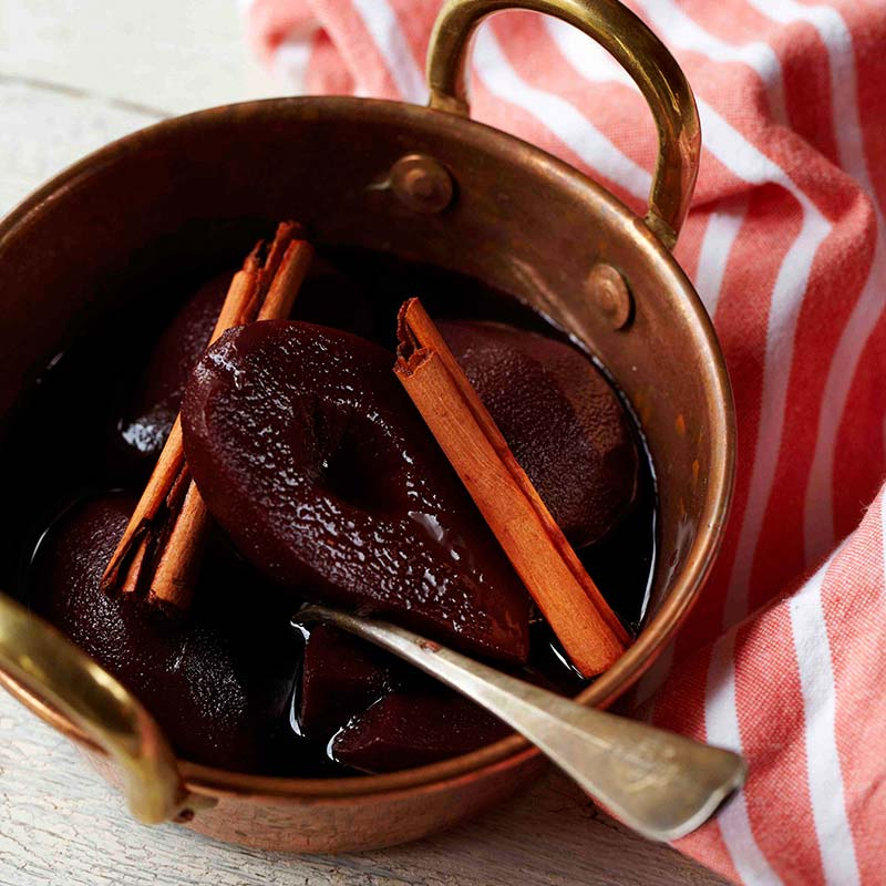 Pears with red wine and cinnamon